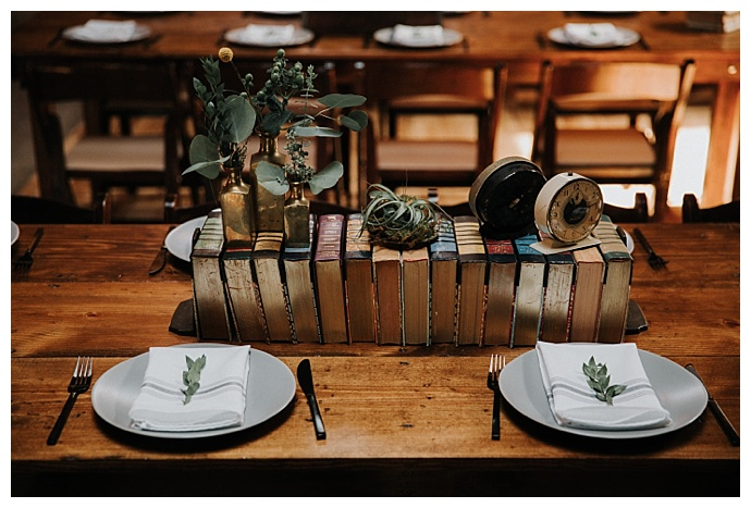 vintage-book-wedding-centerpiece-t-and-k-photography