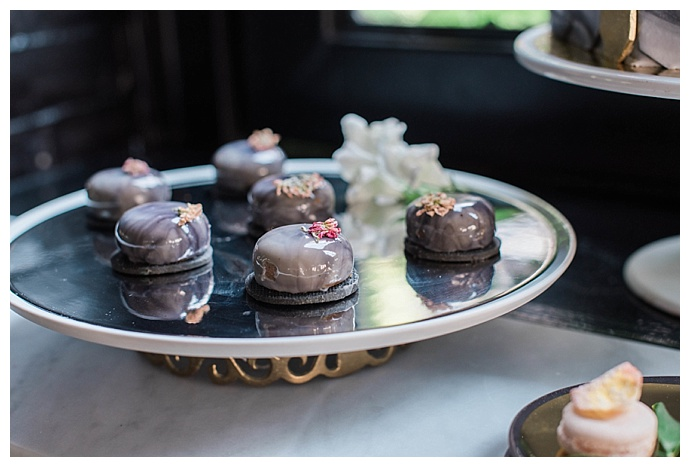 wedding-dessert-macarons-blk-chai-photography