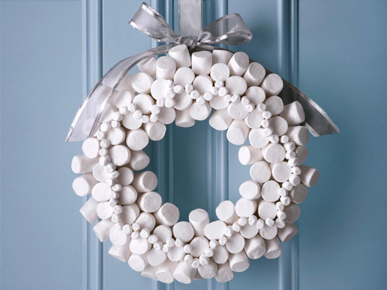 white-marshmallow-holiday-wreath