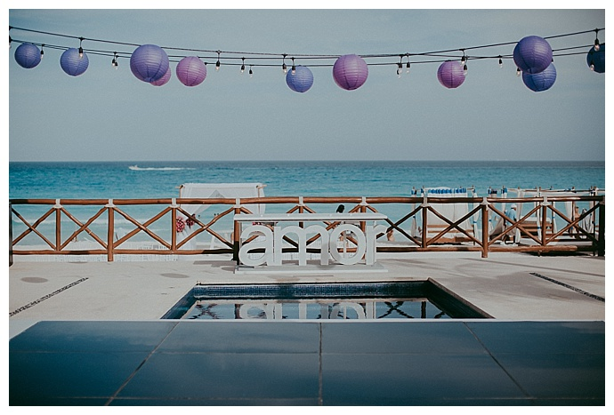 amor-wedding-sign-button-up-photography