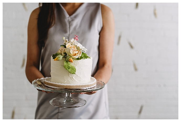 ampersand-grey-photography-white-wedding-cake