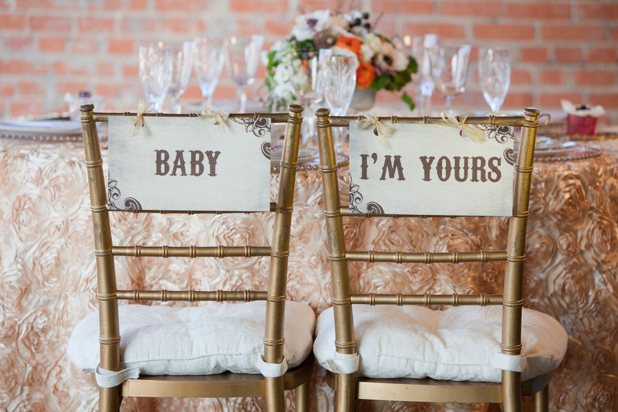 baby-im-yours-chair-sign