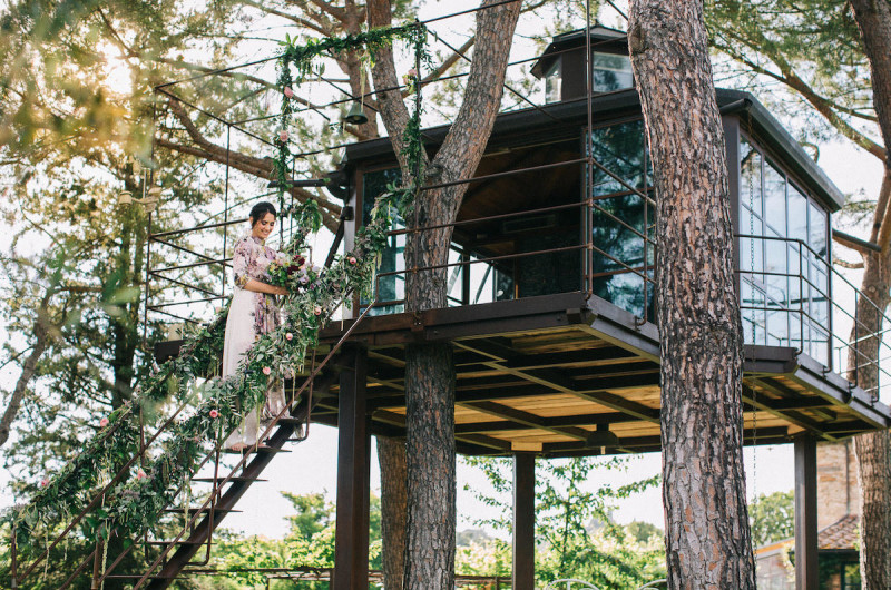 Image for Flower-Filled Wedding Inspiration in a Tuscany Treehouse