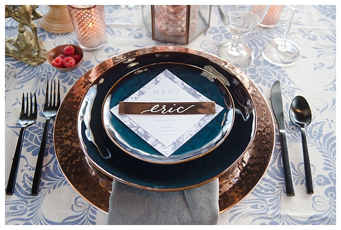 marc-edwards-photographs-metallic-wedding-charger