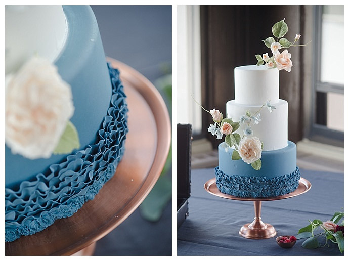 marc-edwards-photographs-white-and-blue-wedding-cake