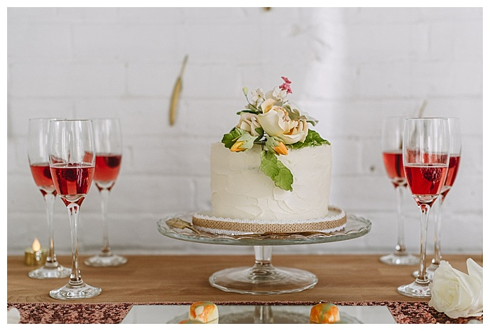 one-tier-cutting-cake-ampersand-grey-photography