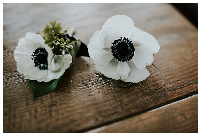 so-life-studios-anemone-boutonnieres