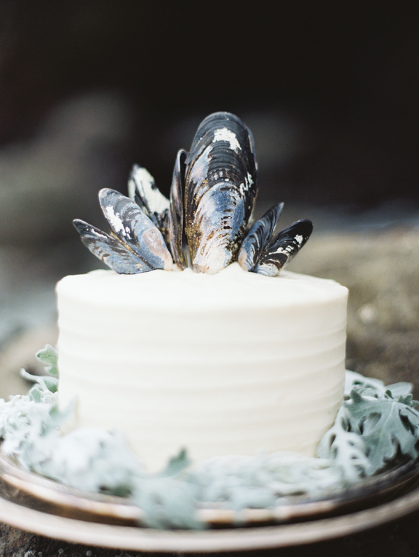 mussel-shell-topped-wedding-cake