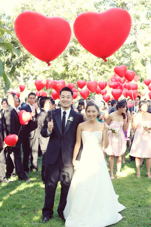 valentines-day-wedding-heart-balloons
