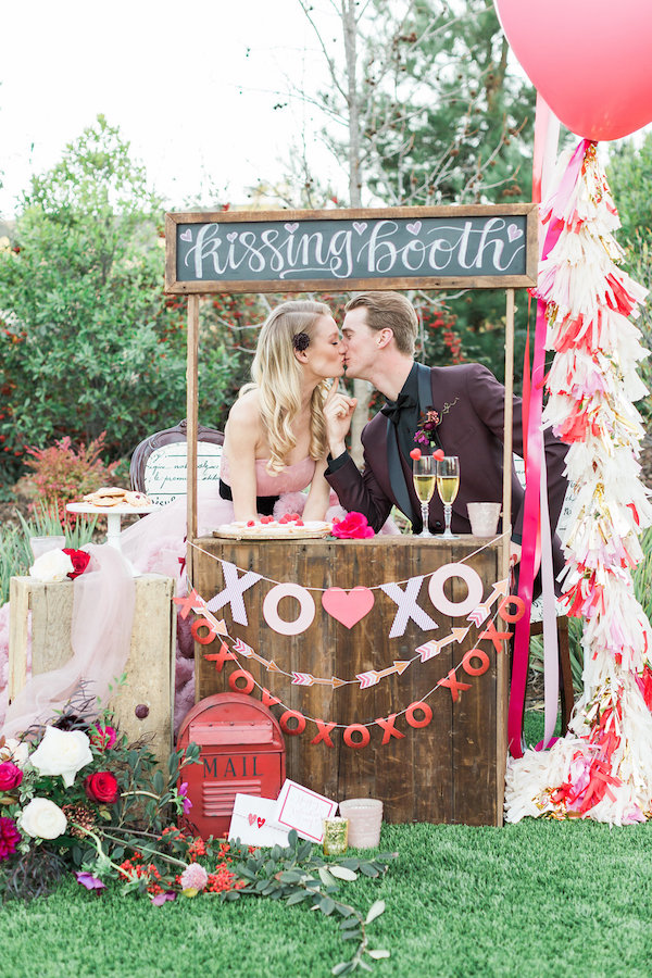 valetines-day-wedding-kissing-booth