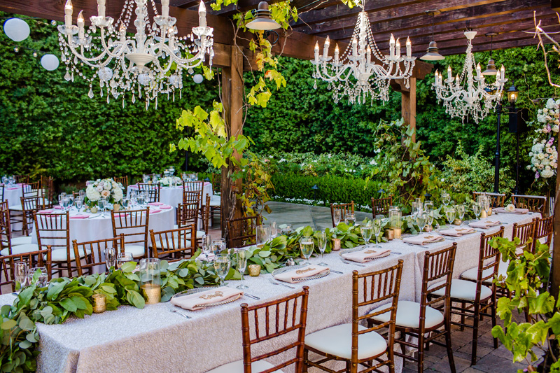 alfresco-reception-with-hanging-chandeliers