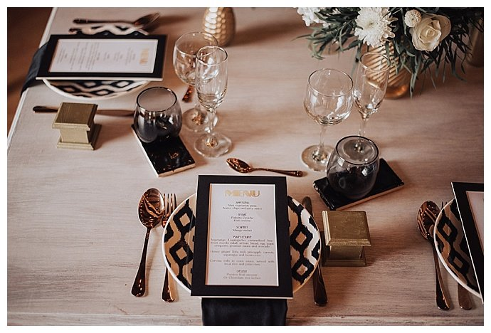 lh-photography-black-and-gold-wedding-decor