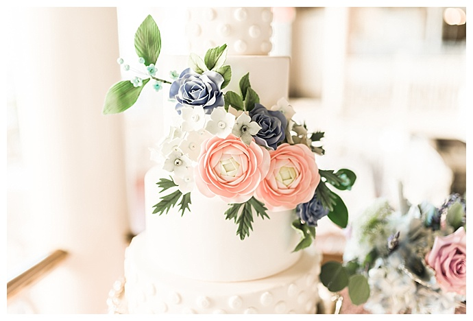 wedding-cake-with-sugar-flowers-tori-lynn-photography