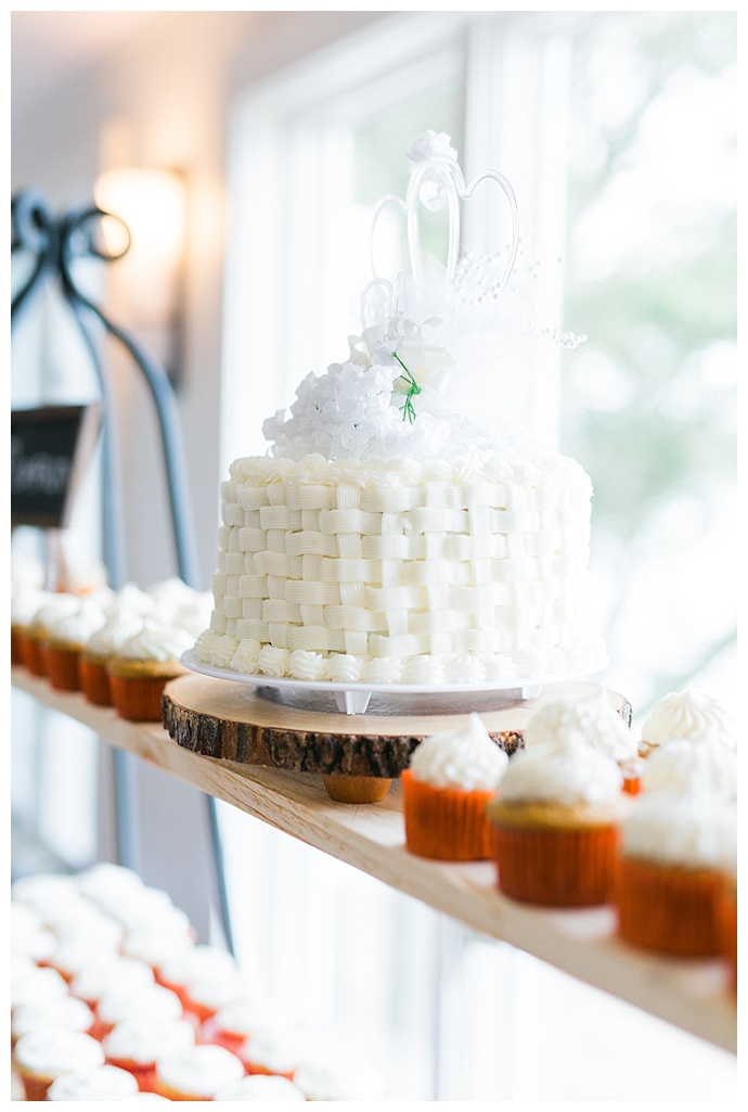 white-one-tier-wedding-cake-catherine-ann-photography