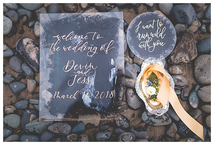 acrylic-wedding-welcome-sign-someplace-images