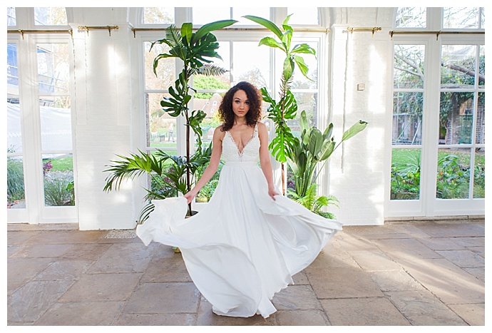 amanda-karen-photography-a-line-wedding-dress-plunging-neckline