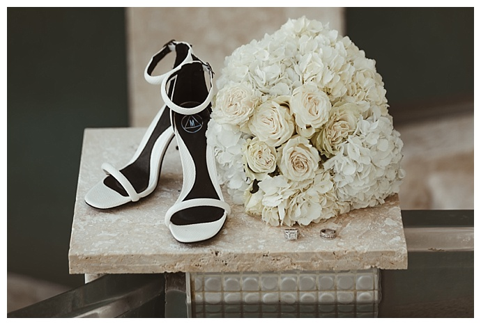 naba-zabih-photography-white-flower-wedding-bouqet
