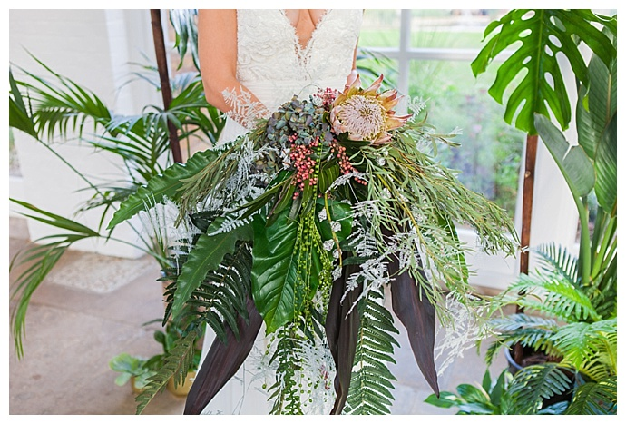 oversized-bridal-bouquet-amanda-karen-photography