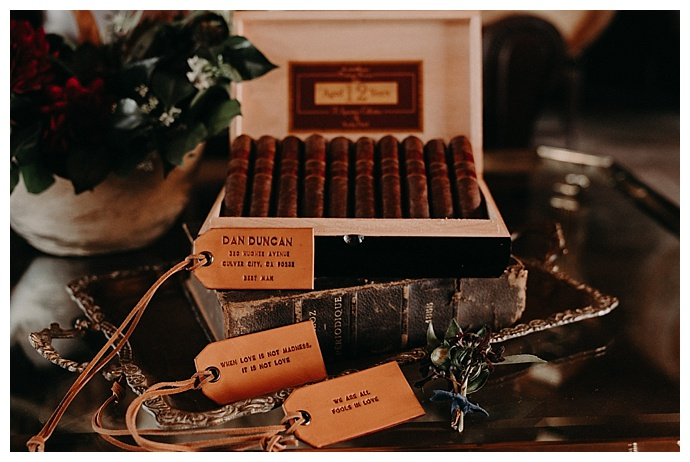 randi-kreckman-photography-groomsmen-cigar-bar