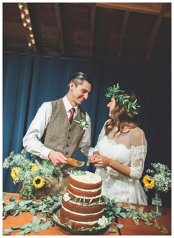 rustic-naked-wedding-cake-alexandria-vail-photography