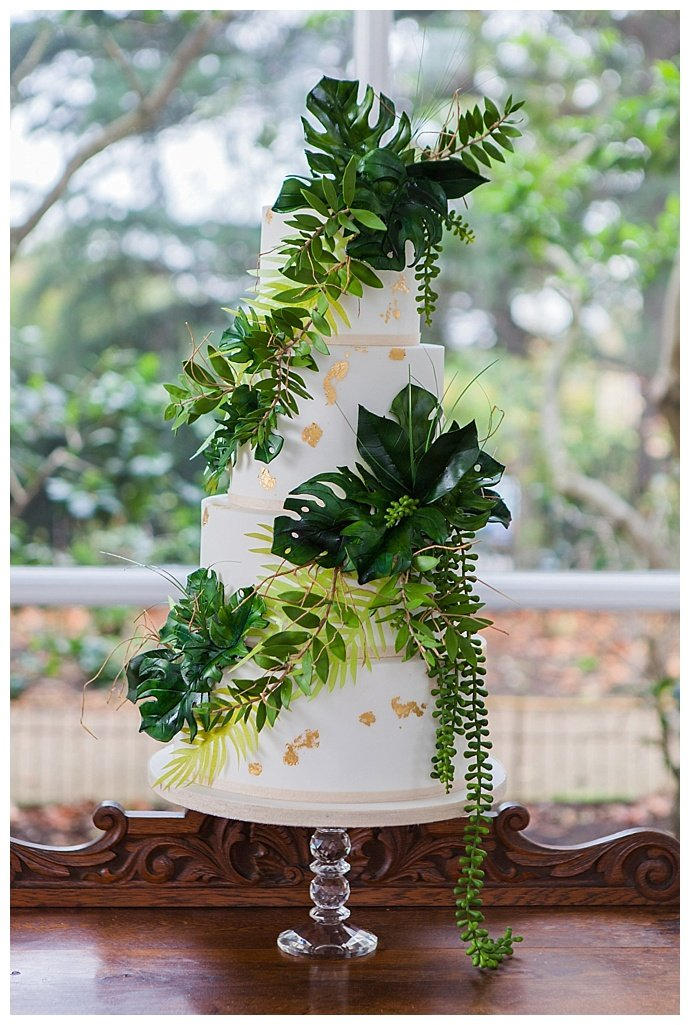 tropical-wedding-cake-amanda-karen-photography