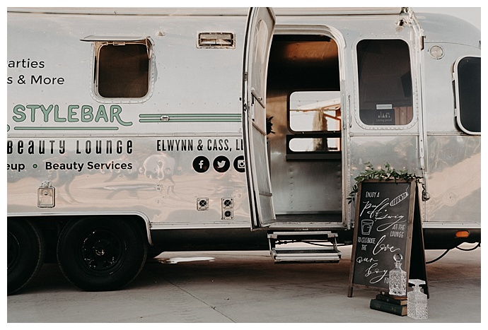 wedding-mobile-grooming-lounge-randi-kreckman-photography