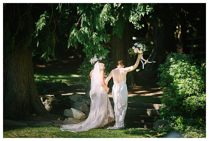 angela-and-evan-photography-delille-cellars-garden-wedding