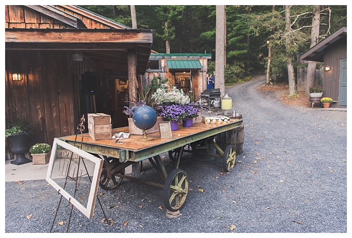 rustic-welcome-table-decor-smile-peace-love-creative-photography