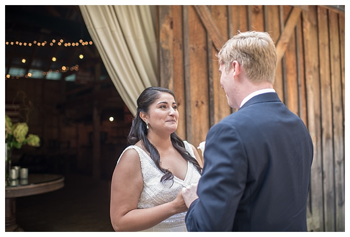 tall-timber-barn-wedding-smile-peace-love-creative-photography
