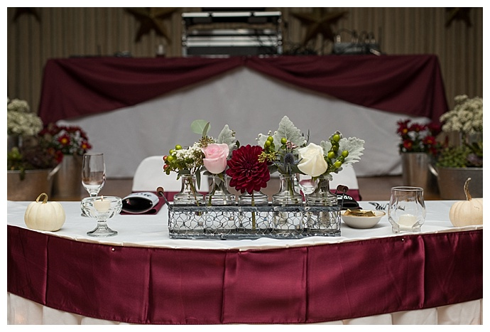 burgundy wedding decor