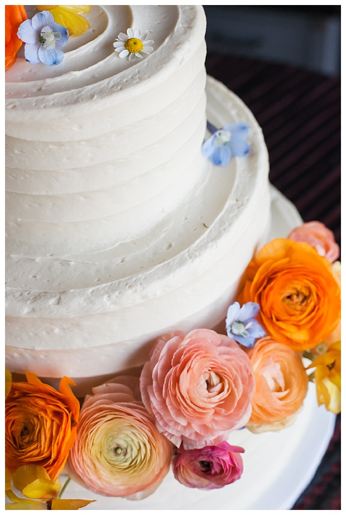 j-wiley-photography-white-wedding-cake-with-fresh-florals