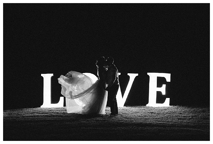 bright-girl-photography-love-light-up-wedding-sign