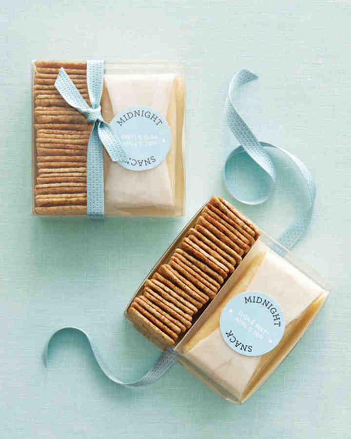 cheese-and-cracker-wedding-favors-diy
