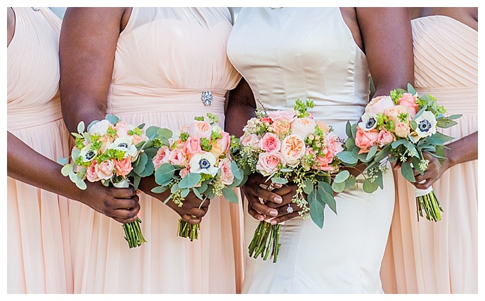 peach-and-pink-wedding-bouquets-corina-silva-studios