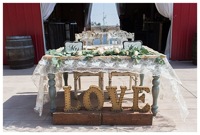 classic-photographers-rustic-sweetheart-table