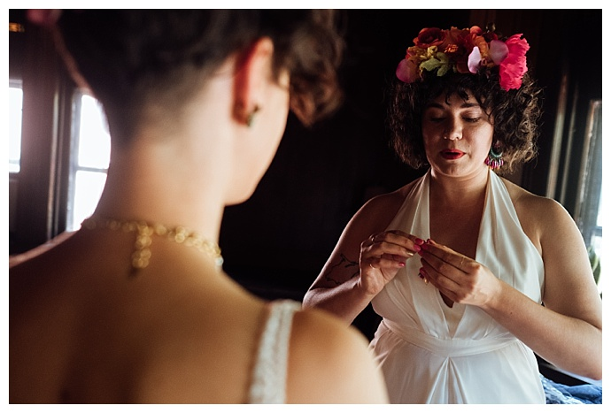 wilde-scout-photography-brides-getting-ready-together