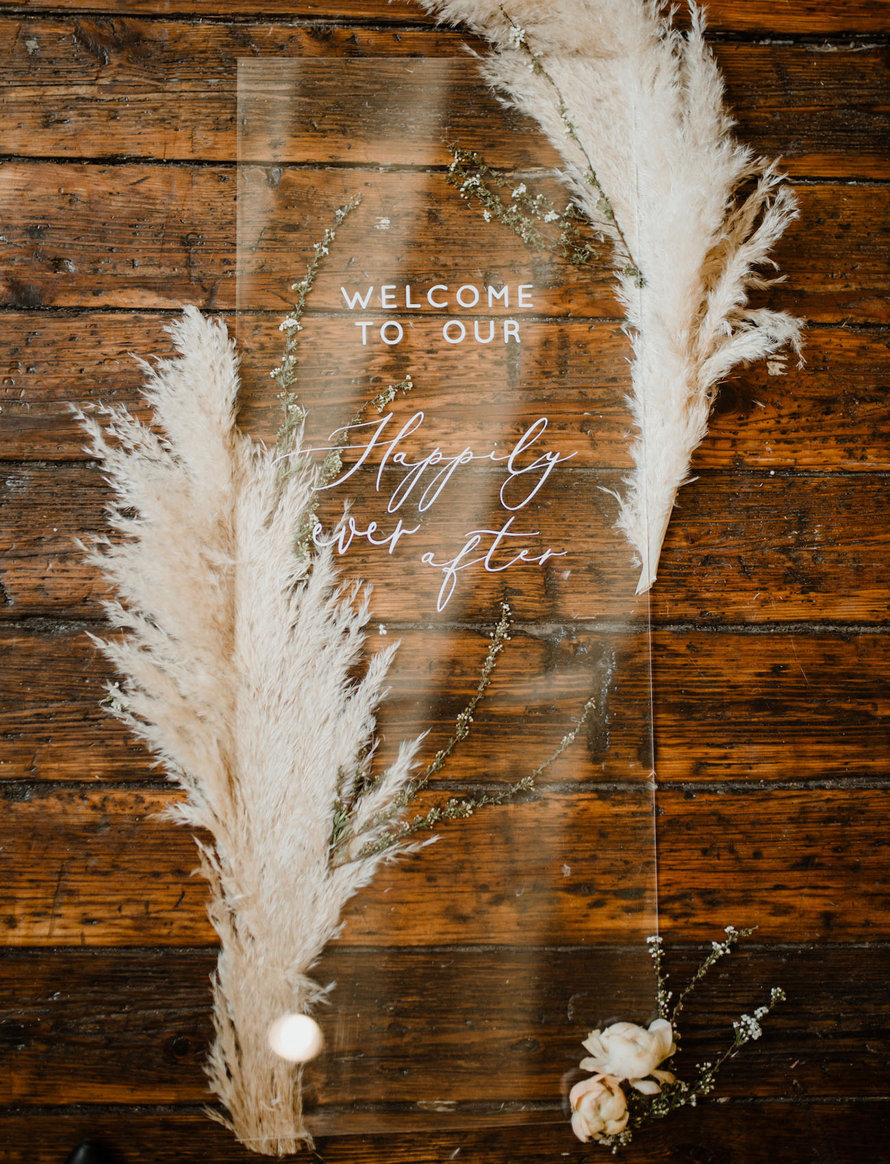 acrylic-wedding-welcome-sign-with-pampas-grass