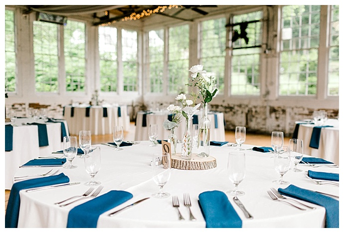 blue-and-white-wedding-decor-daphne-and-dean