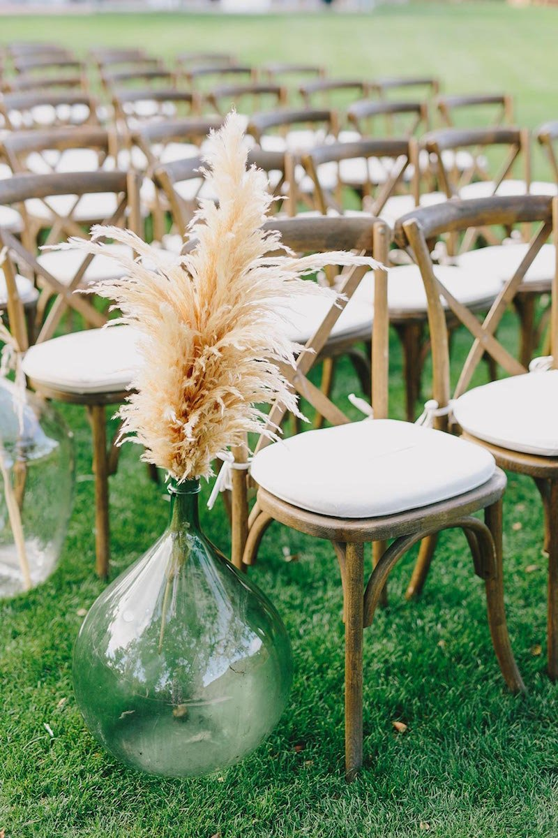 pampas-grass-aisle-decor