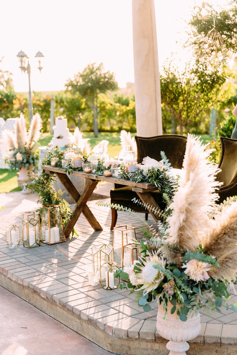 protea-pampas-grass-head-table-decor