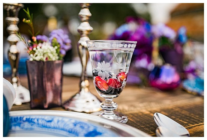 purple-and-blue-wedding-tablescape-slotography