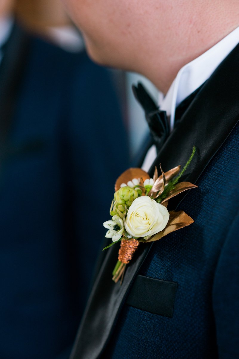copper-wire-boutonniere-david-and-tania-photography