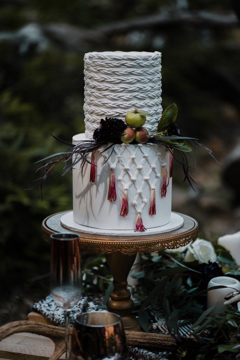 macrame-wedding-cake-translucent-photography