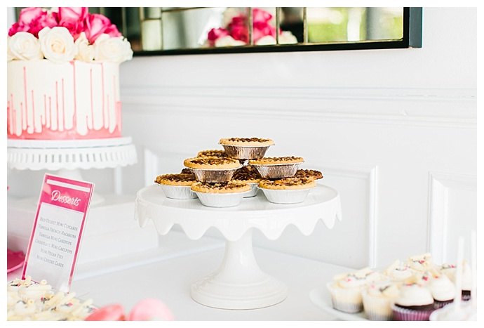 mini-pie-wedding-desserts-lily-tapia-photography
