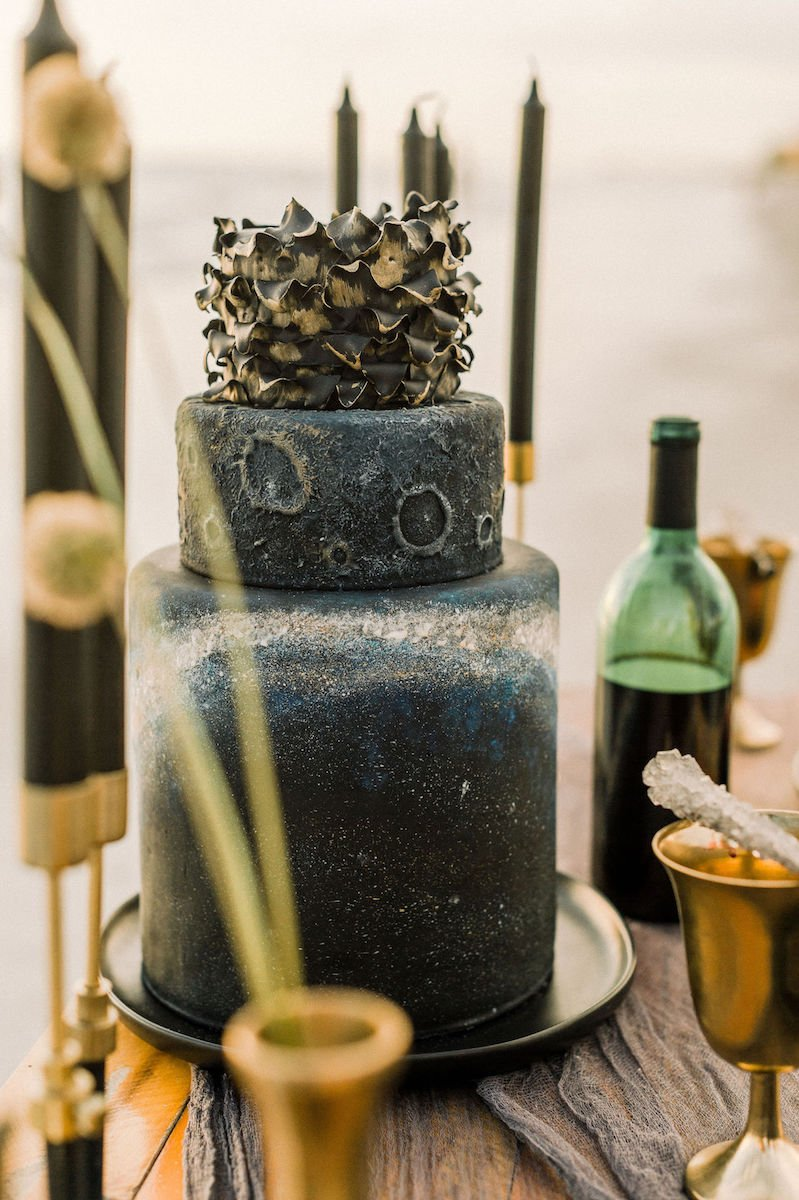 moon-inspired-wedding-cake-dewitt-for-love-photography