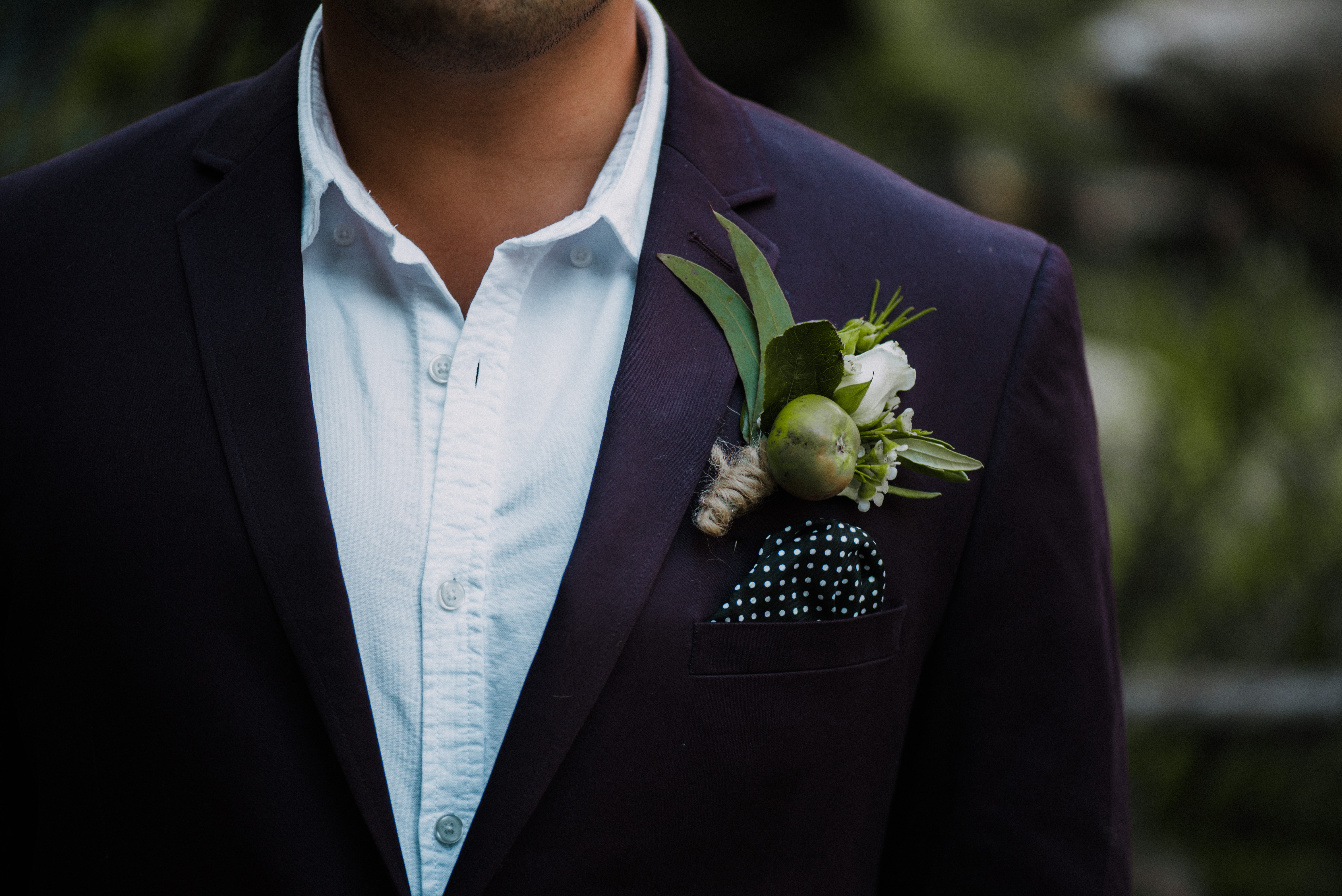 poppy-pod-wedding-boutonniere-translucent-photography