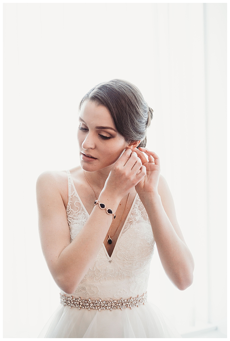 bride-getting-ready-girl-with-tattoos-photography