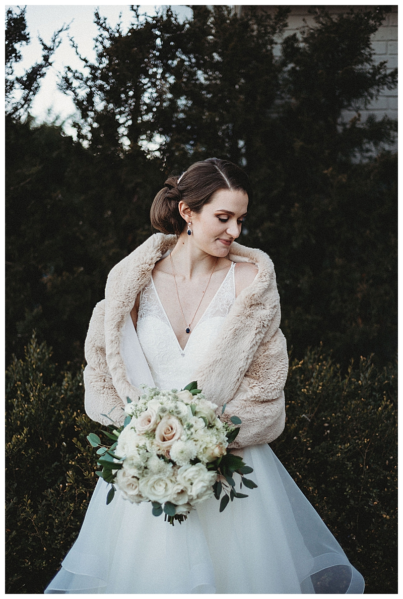 winter-bride-with-fur-stole