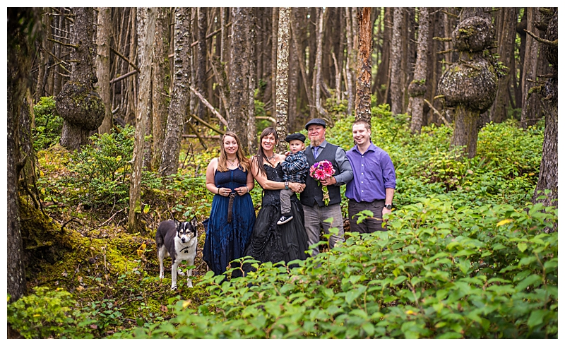 forest-elopement-with-family