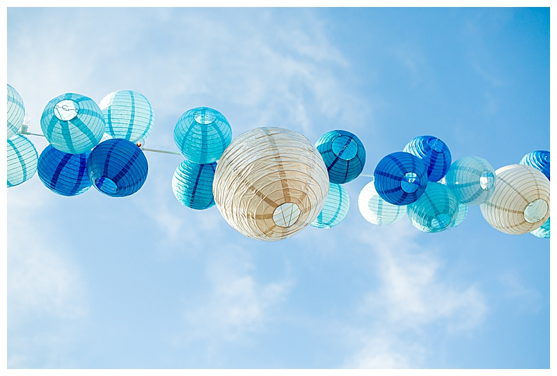 monochromatic-blue-lanterns-wedding-decor